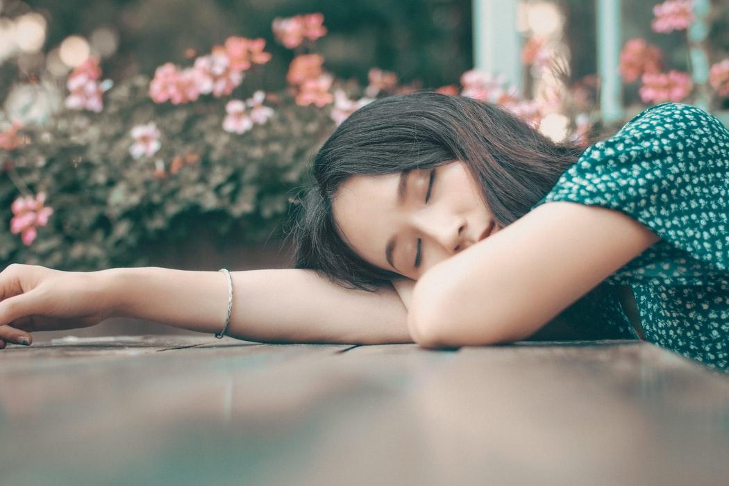 dreams-expat-nest-woman-sleeping